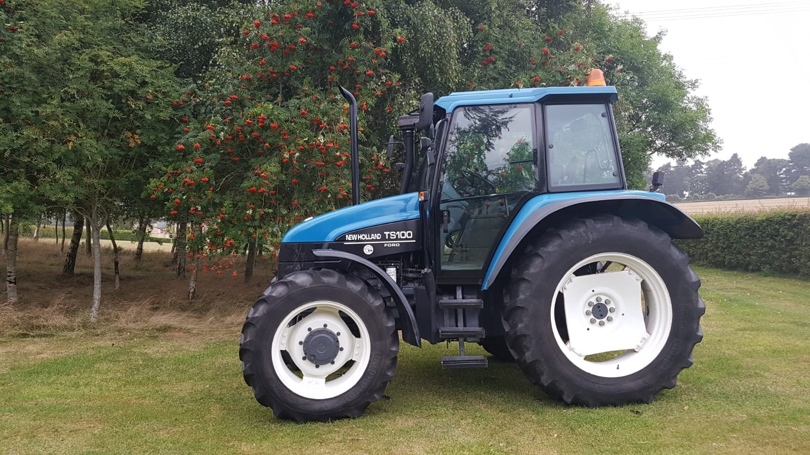 NEW HOLLAND T100